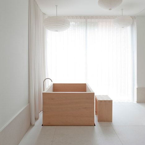 Refurbishment-and-Extension-of-Grade-ll-Victorian-House-in-London-by-SevilPeach_dezeen_468_3