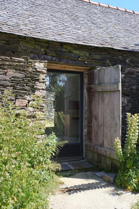 Old-barn-convertion-artist-studio-Brittany-Modal-Architecture_dezeen_468_25