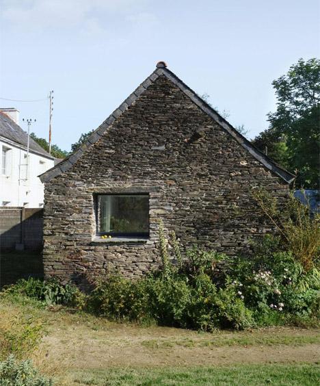 Old-barn-convertion-artist-studio-Brittany-Modal-Architecture_dezeen_468_29