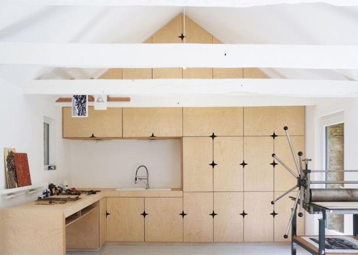 Old-barn-convertion-artist-studio-Brittany-Modal-Architecture_dezeen_784_10