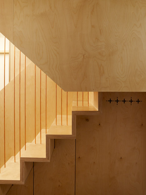 Split-Level-Apartment-Snaresbrook-by-Carl-Trenfield-Architects_dezeen_468_4