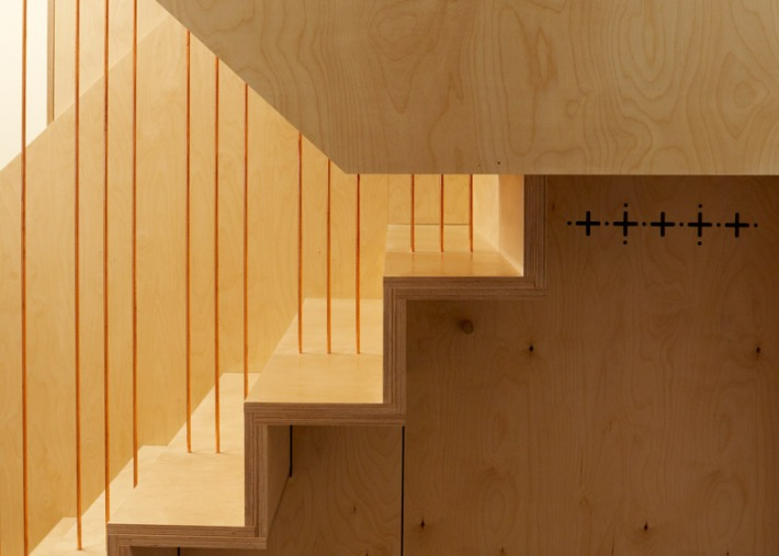 Split-Level-Apartment-Snaresbrook-by-Carl-Trenfield-Architects_dezeen_784_0