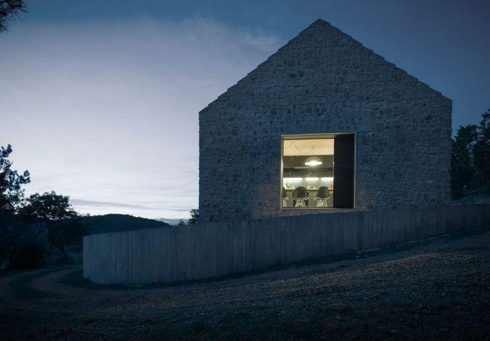 Dekleva Gregoric Arhitekti . compact karst house . Vrhovlje (3)
