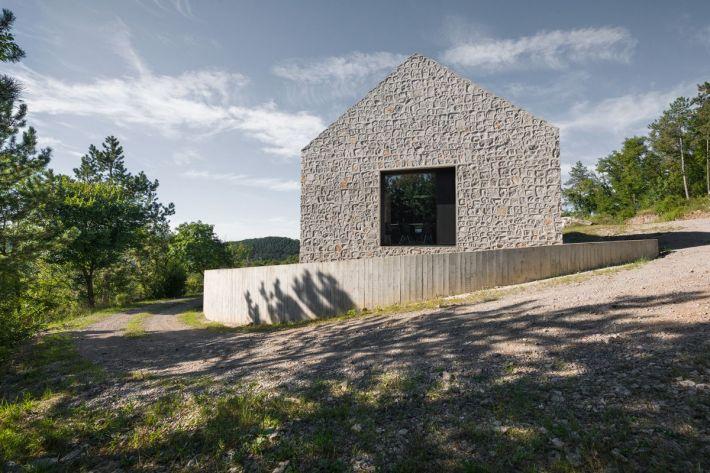 Dekleva Gregoric Arhitekti . compact karst house . Vrhovlje (6)