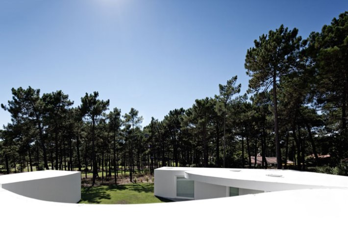 House-in-Aroeira-Portugal-by-Aires-Mateus-photo-Fernando-Guerra-yatzer-2