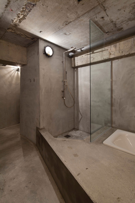 Bare-concrete-apartment-by-Airhouse-Design-Office-presents-its-own-fashion-exhibitions_dezeen_18