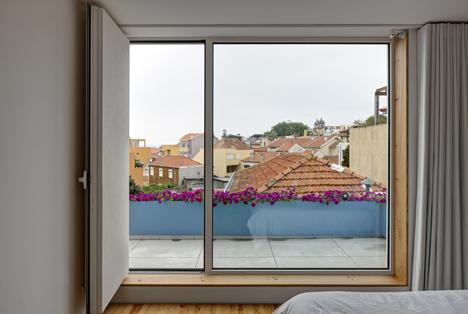 Flower-House-by-Ezzo-architects_dezeen_13