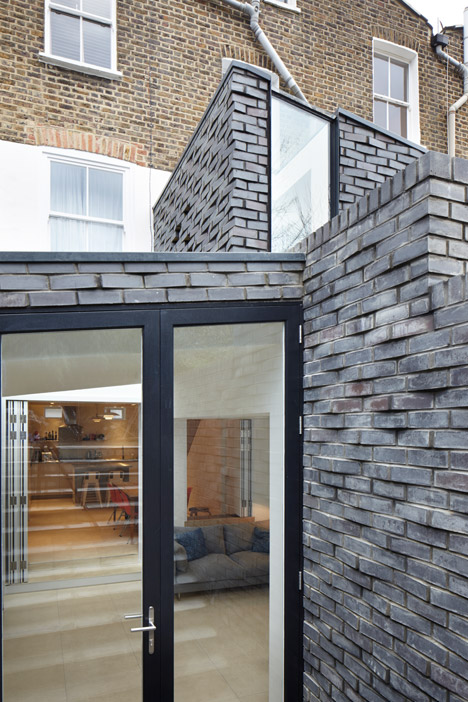 The-Brick-House-by-Fraher-Architects_dezeen_468_12