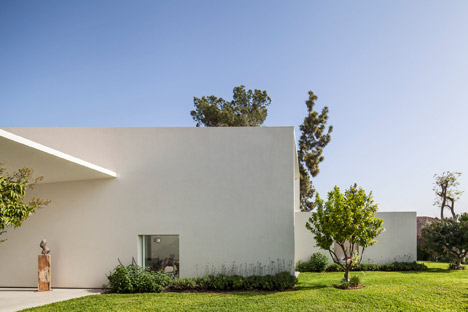 T-A-House-by-Paritzki-and-Liani-Architects_dezeen_468_1